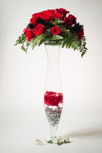 TALL CLEAR VASE WITH FILLER