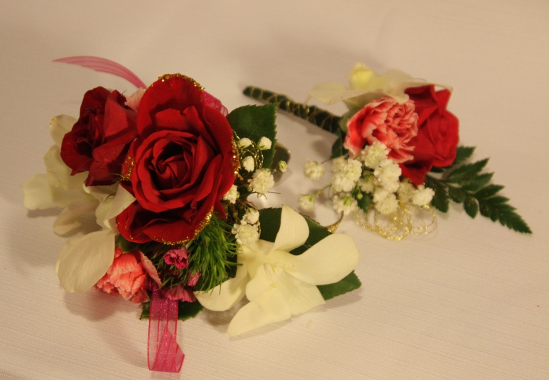 WRIST CORSAGE AND BOUTINNEER