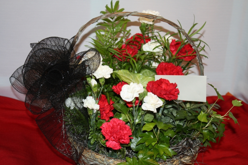 GARDEN BASKET WITH CARNS